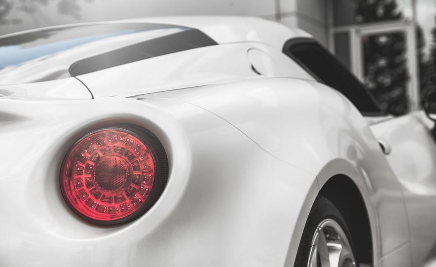 2015 Alfa Romeo 4C - Slide 23