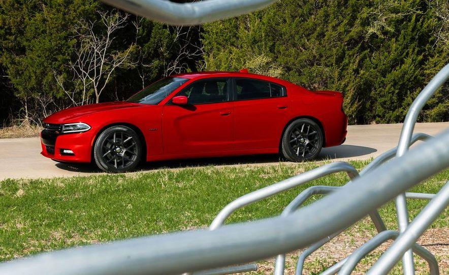 2015 Dodge Charger R/T - Slide 16