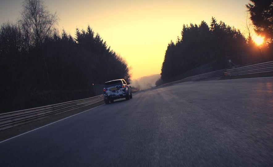 2015 Land Rover Range Rover SVR - Slide 3