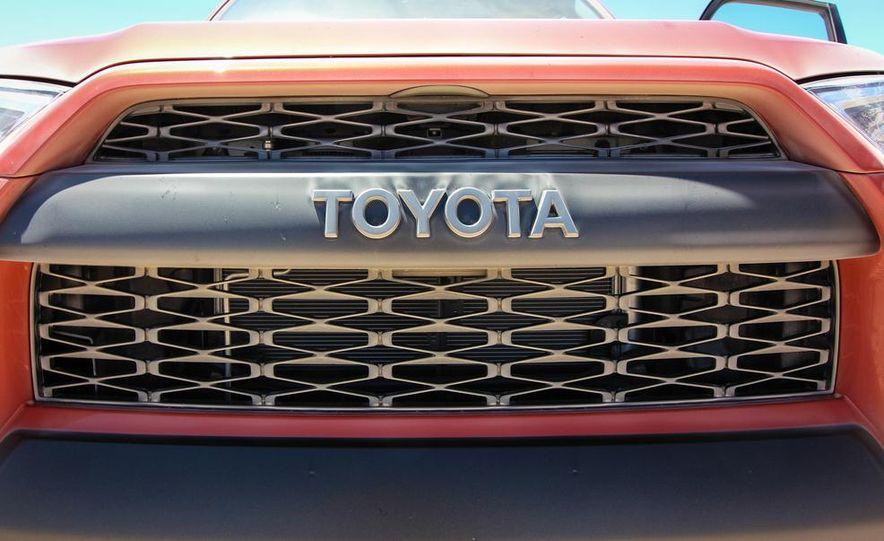 2015 Toyota 4Runner TRD Pro Series - Slide 3