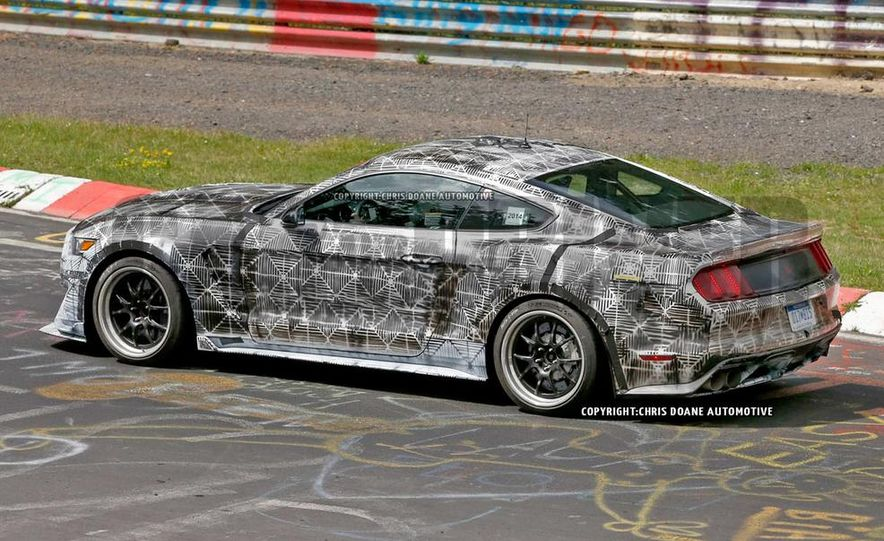 2016 Ford Mustang Shelby GT350 (spy photo) - Slide 4