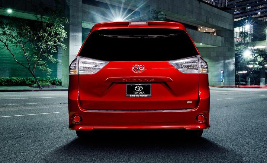 2015 Toyota Sienna SE - Slide 5