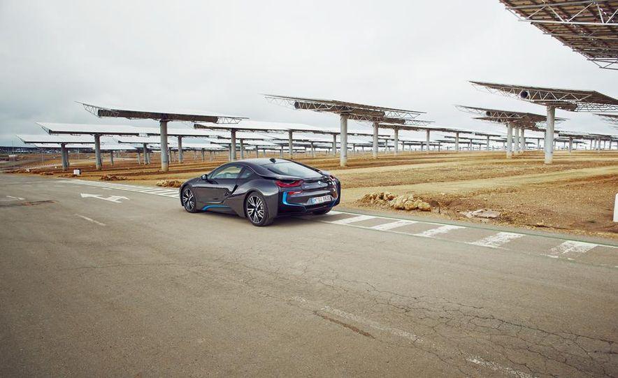 BMW i8 Concours d'Elegance Edition - Slide 24