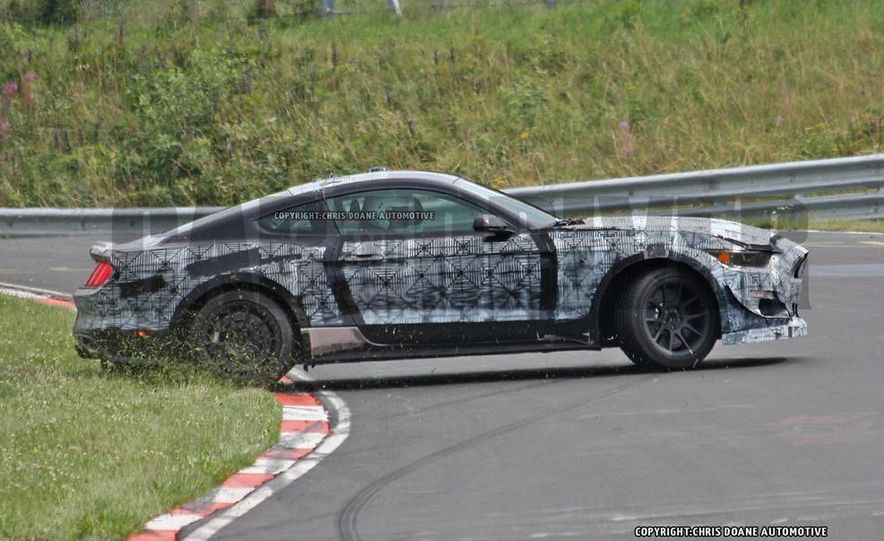 2016 Ford Mustang GT350 (spy photo) - Slide 8