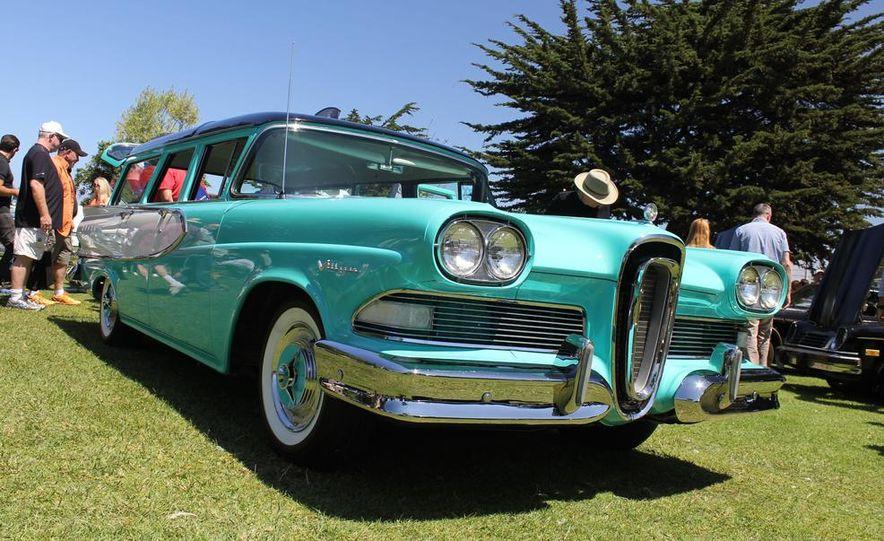 1965 Chrysler New Yorker Wagon - 2014 Concours d'LeMons - Slide 16