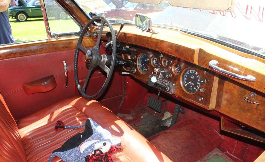 1965 Chrysler New Yorker Wagon - 2014 Concours d'LeMons - Slide 112
