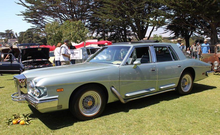 1965 Chrysler New Yorker Wagon - 2014 Concours d'LeMons - Slide 11