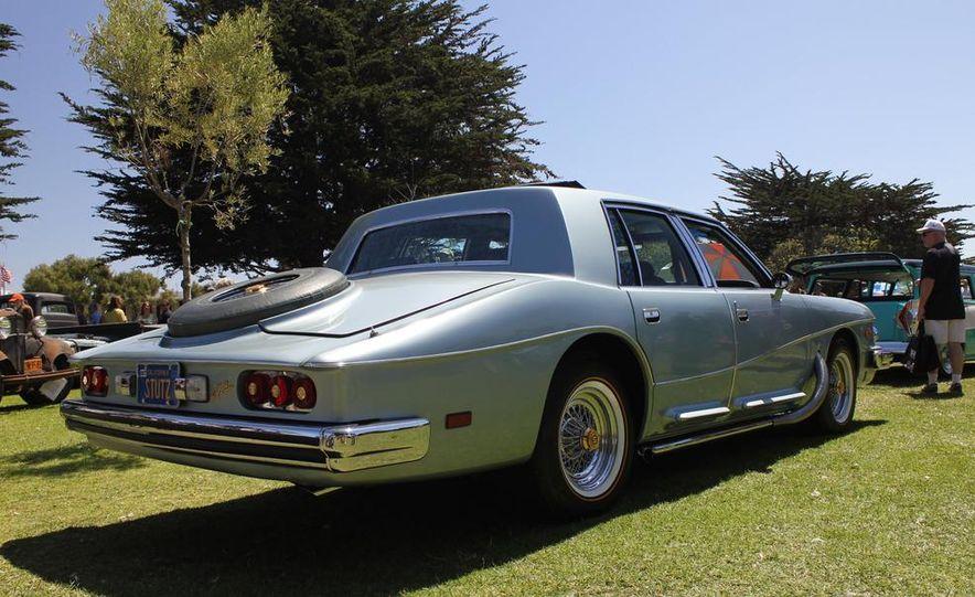 1965 Chrysler New Yorker Wagon - 2014 Concours d'LeMons - Slide 12