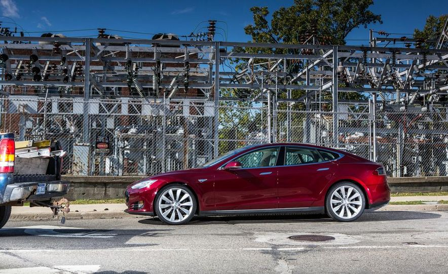 2013 Tesla Model S - Slide 17
