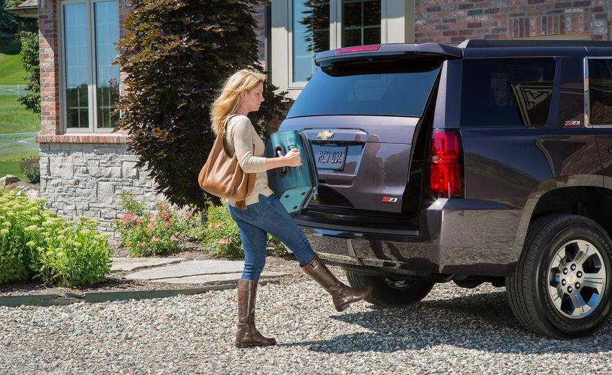 2015 Chevrolet Tahoe hands-free power lift gate - Slide 1