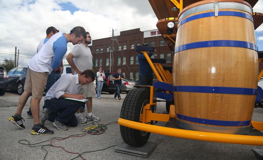 Beer Run: We Test the PedalPub, a 16-Person Alcohol-Fueled Party Bike - Slide 4