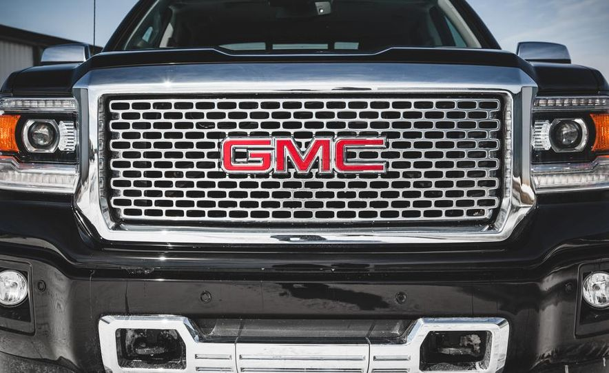 2015 GMC Sierra 1500 Carbon Edition - Slide 22