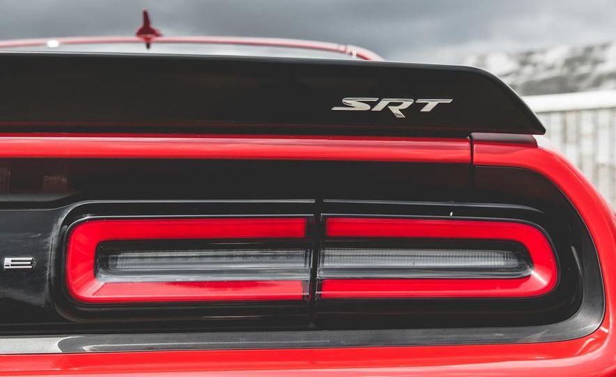 2015 Dodge Challenger SRT Hellcat - Slide 40