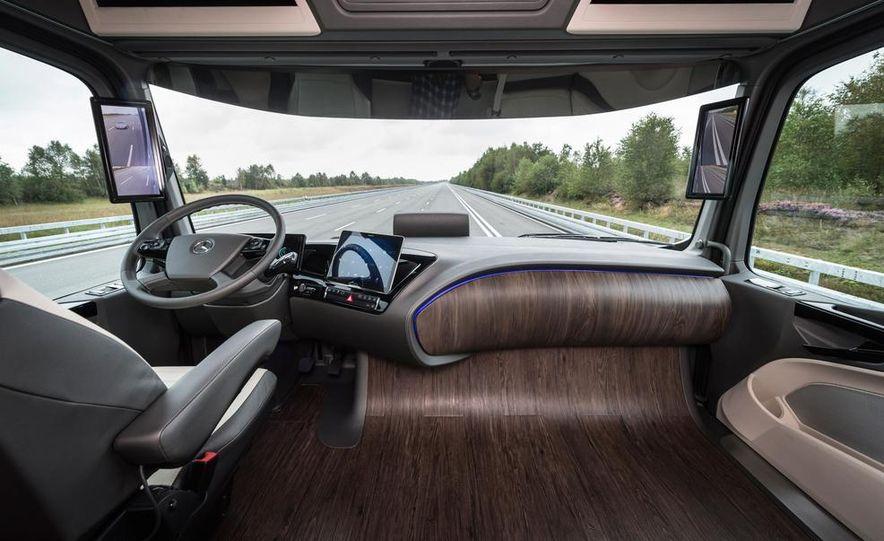 Mercedes-Benz Future Truck 2025 - Slide 24