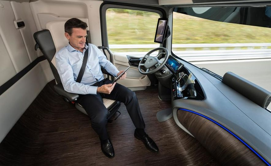 Mercedes-Benz Future Truck 2025 - Slide 26