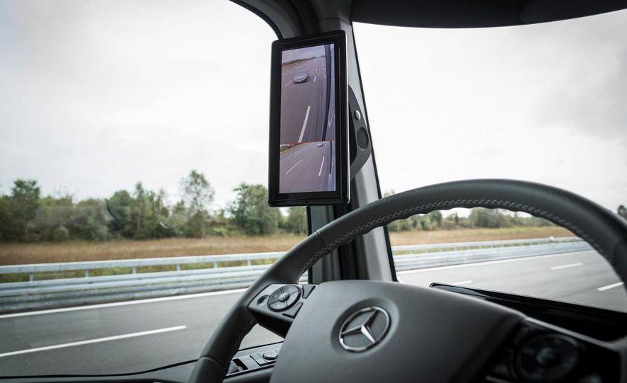 Mercedes-Benz Future Truck 2025 - Slide 33