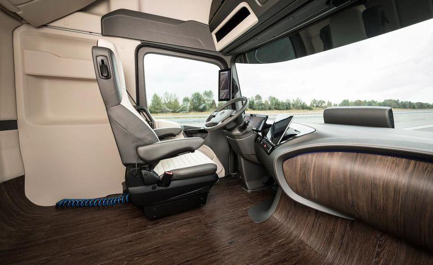 Mercedes-Benz Future Truck 2025 - Slide 35