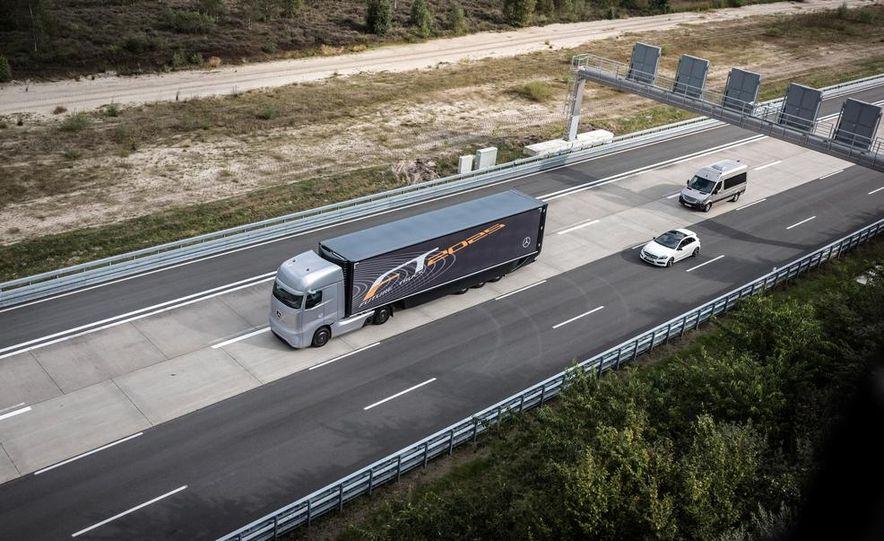 Mercedes-Benz Future Truck 2025 - Slide 1