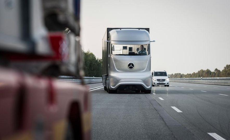 Mercedes-Benz Future Truck 2025 - Slide 10