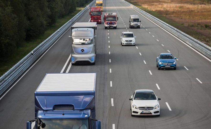 Mercedes-Benz Future Truck 2025 - Slide 15