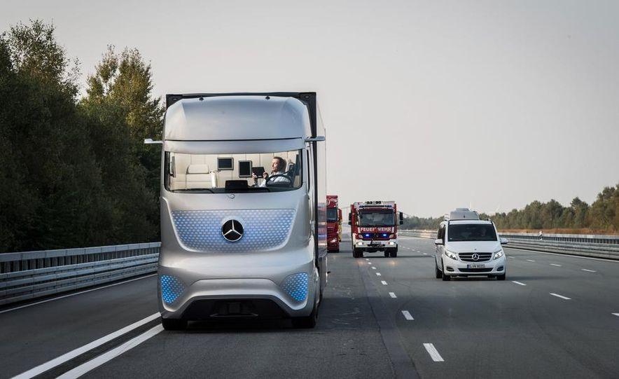 Mercedes-Benz Future Truck 2025 - Slide 16