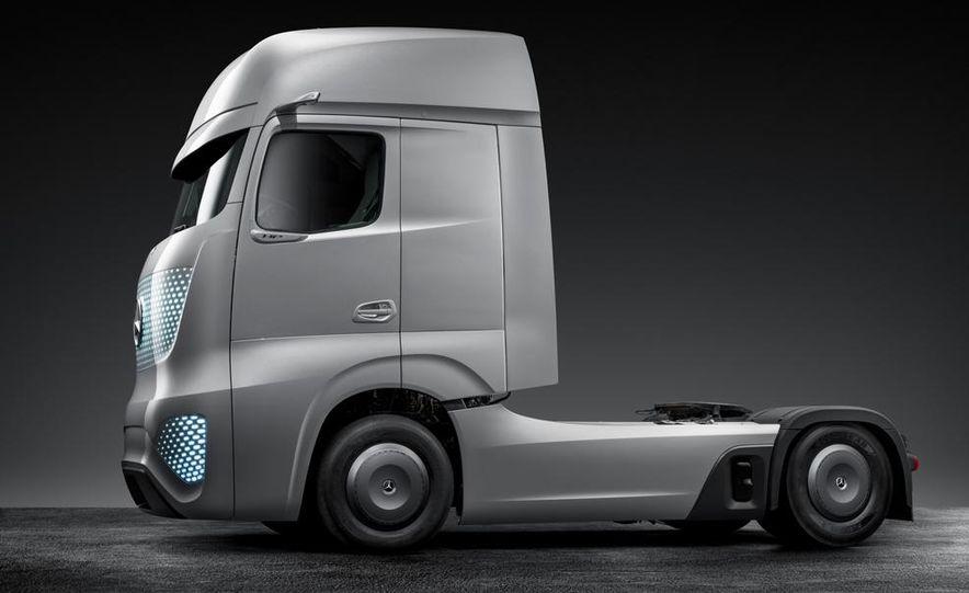 Mercedes-Benz Future Truck 2025 - Slide 42