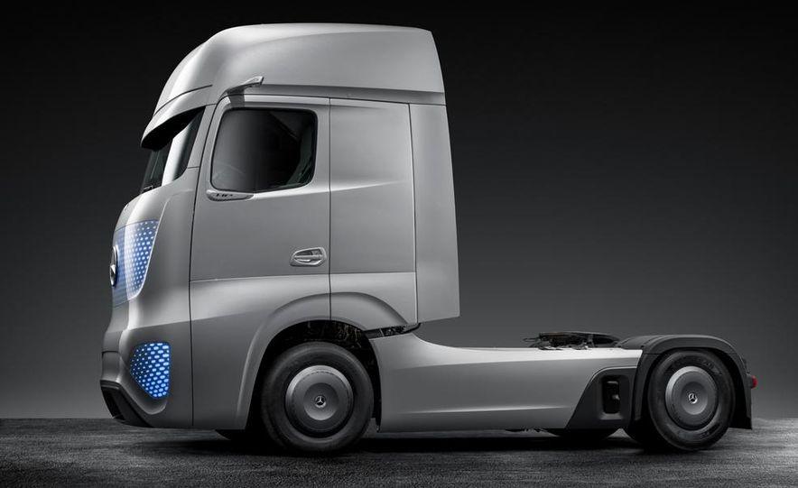 Mercedes-Benz Future Truck 2025 - Slide 43