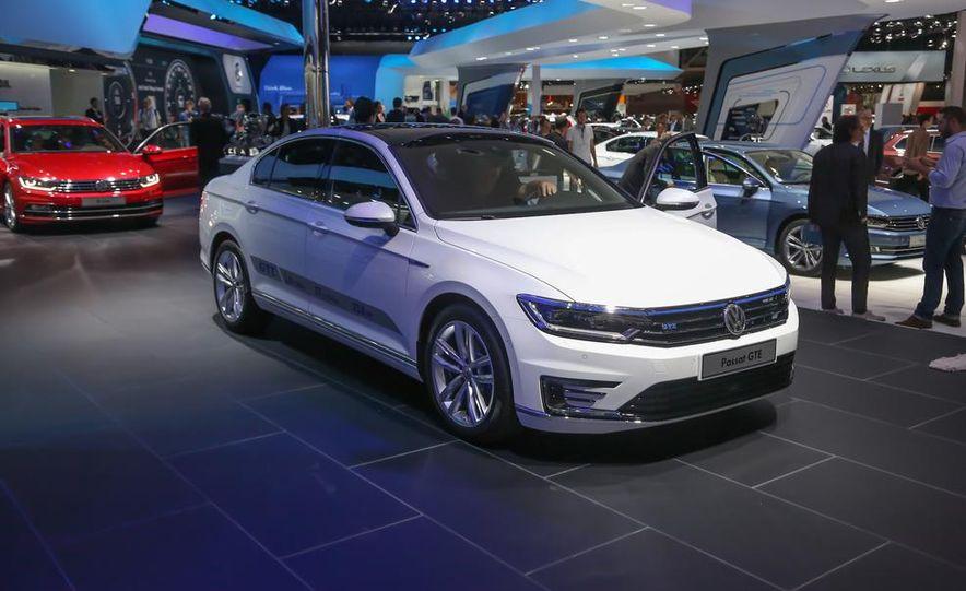 2015 Volkswagen Passat GTE plug-in hybrid - Slide 1