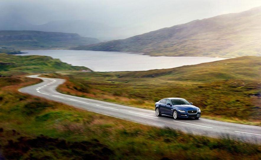 2017 Jaguar XE S - Slide 12