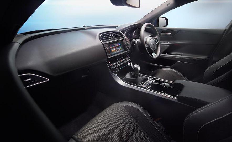 2017 Jaguar XE S - Slide 23