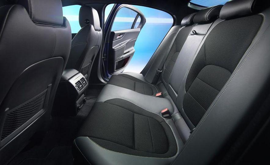 2017 Jaguar XE S - Slide 25