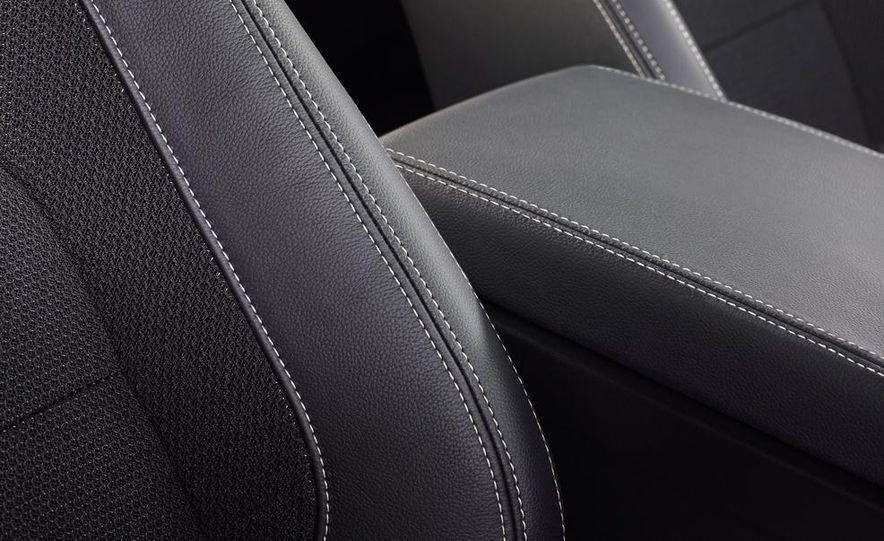 2017 Jaguar XE S - Slide 26