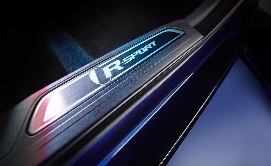 2017 Jaguar XE S - Slide 28