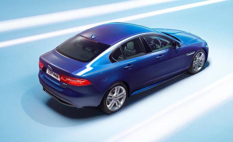 2017 Jaguar XE S - Slide 20