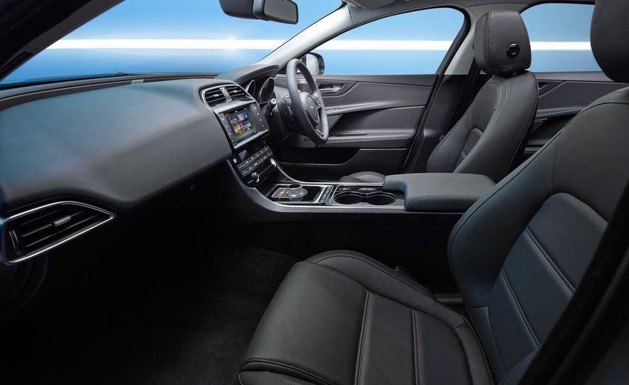 2017 Jaguar XE S - Slide 35