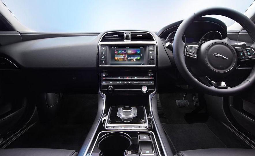 2017 Jaguar XE S - Slide 38
