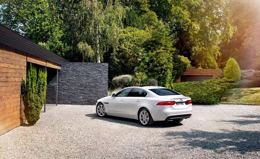 2017 Jaguar XE S - Slide 6
