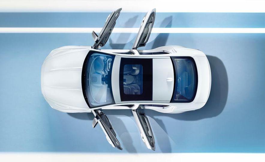 2017 Jaguar XE S - Slide 32