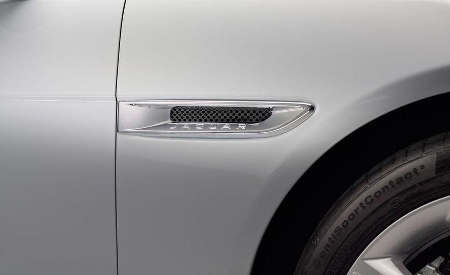 2017 Jaguar XE S - Slide 34