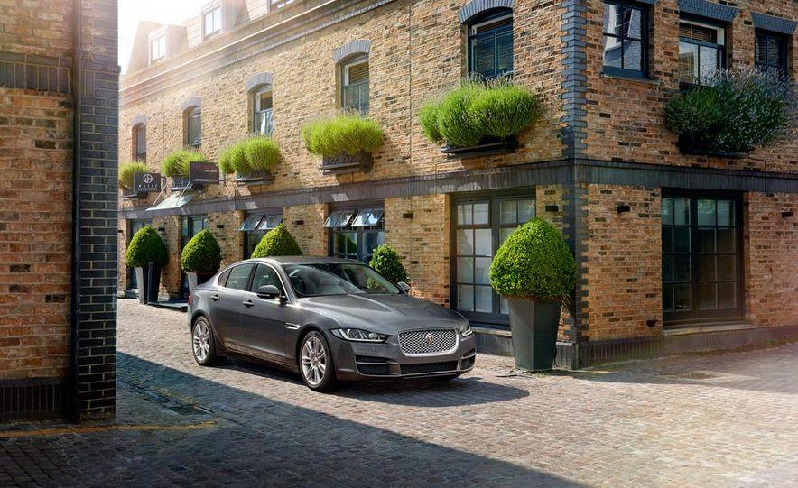 2017 Jaguar XE S - Slide 8