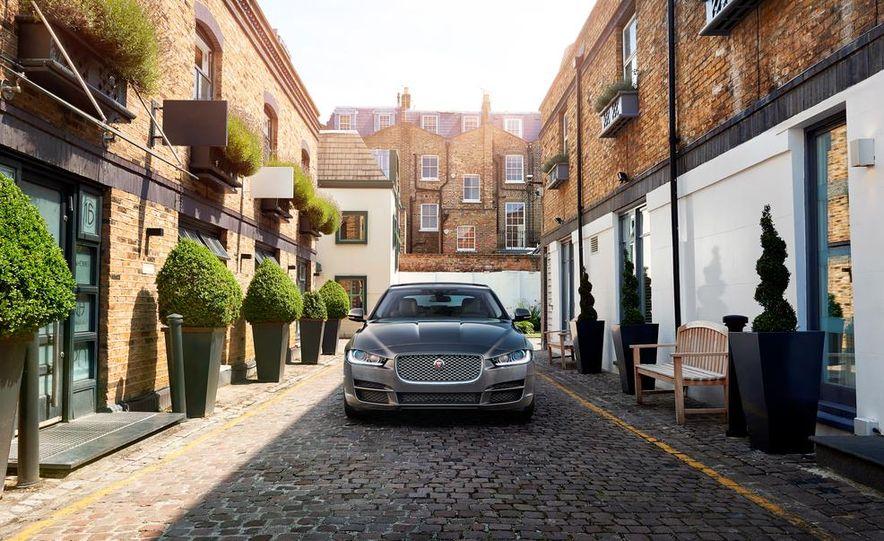 2017 Jaguar XE S - Slide 9