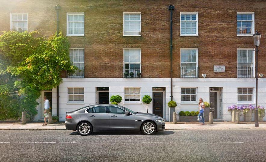 2017 Jaguar XE S - Slide 10