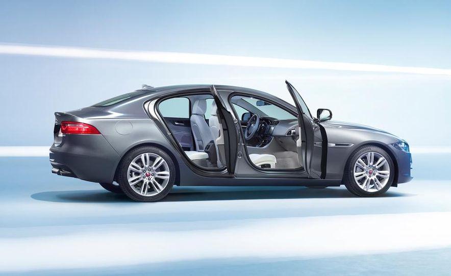 2017 Jaguar XE S - Slide 45