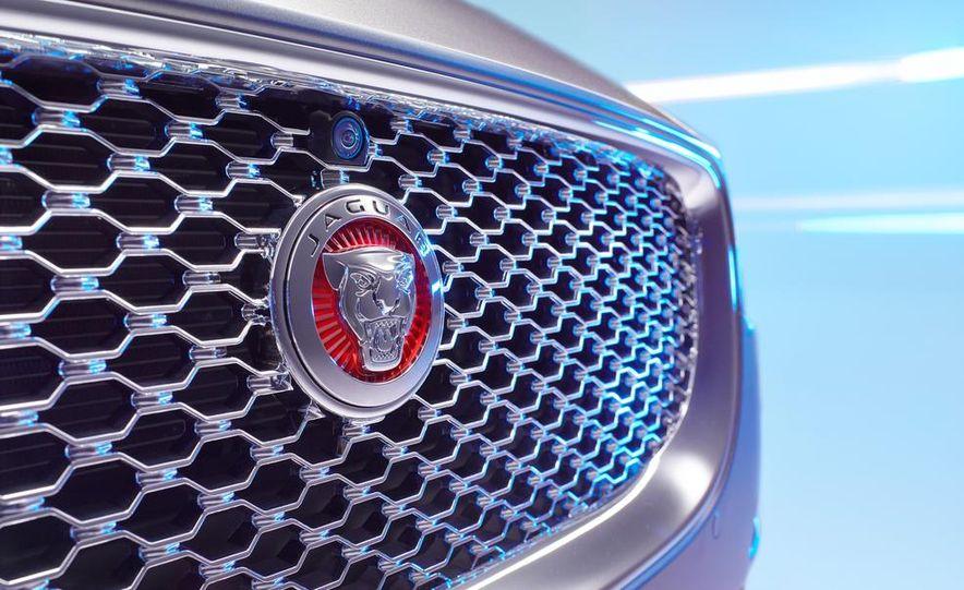 2017 Jaguar XE S - Slide 47
