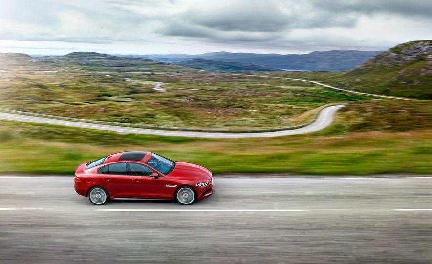 2017 Jaguar XE S - Slide 4