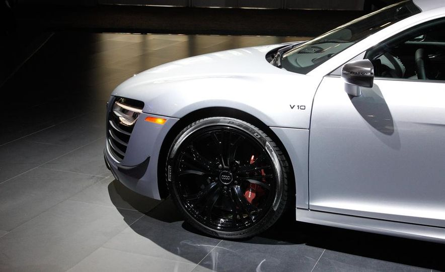 2015 Audi R8 Competition - Slide 12