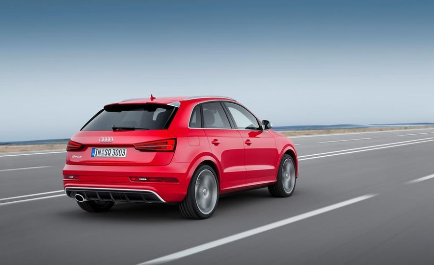 2016 Audi RS Q3 (Euro-spec) - Slide 2