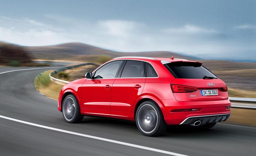 2016 Audi RS Q3 (Euro-spec) - Slide 3