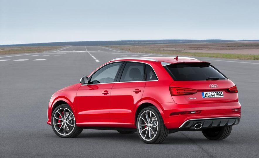 2016 Audi RS Q3 (Euro-spec) - Slide 10