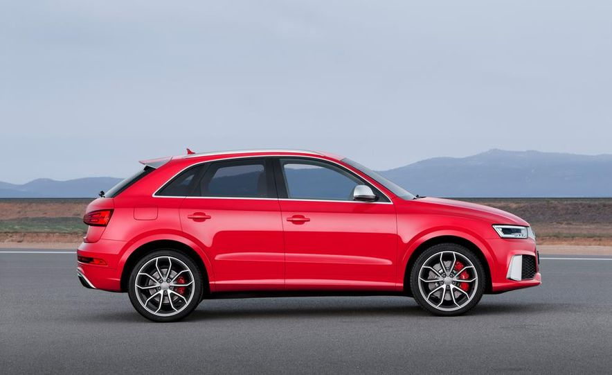2016 Audi RS Q3 (Euro-spec) - Slide 12